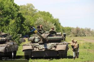 Безумная ненависть к Донбассу: ВСУшники расстреляли прямой наводкой общежитие в Донецке
