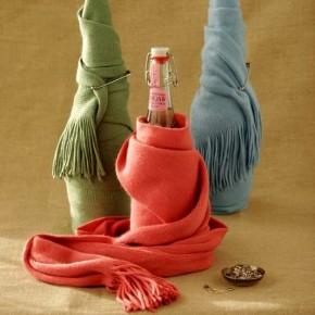 как упаковать вино в подарок с помощью шарфа