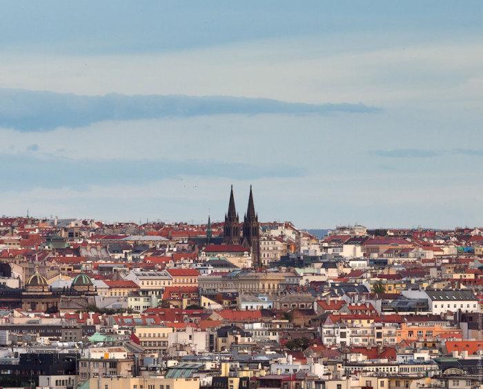 Вид на город и Собор Святого Вита в Праге.