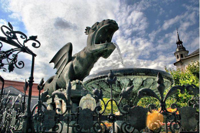 Фонтан дракона в Клагенфурте. | Фото: commons.wikimedia.org.