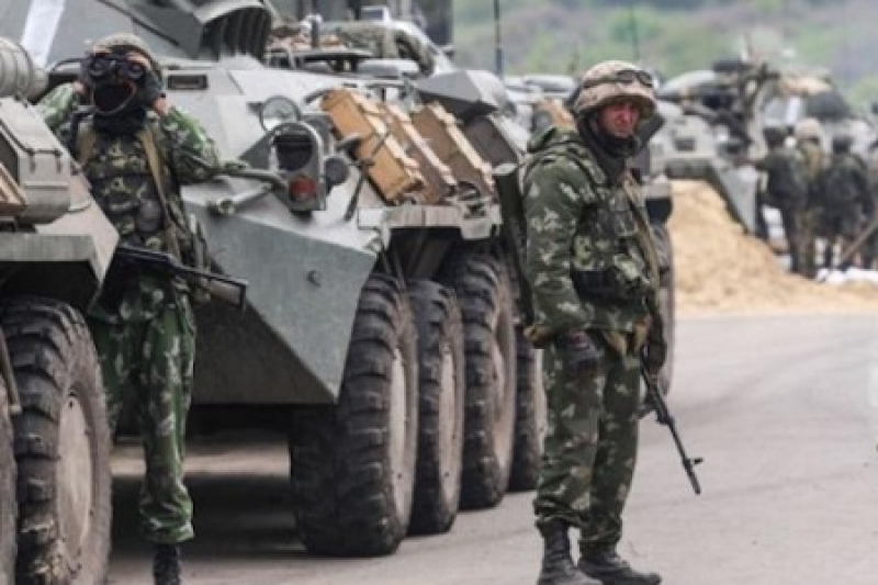 Не допустить «Бессмертный полк». Порошенко угрожает украинцам военным положением