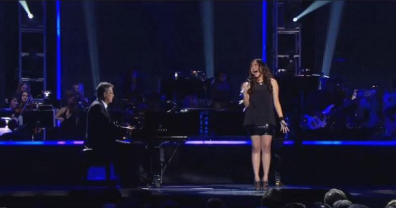 Даже пианист не выдержал, когда она взяла эту ноту. Такого голоса он еще не слышал!