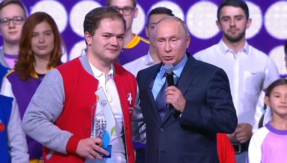 Этой статуэтки достоин каждый волонтер: Антон Коротченко о своей награде «Доброволец года»