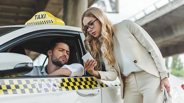 Таксисты запирают пассажиров в машине и разбивают телефоны