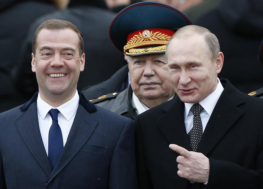 Медведев: не надо сравнивать зарплаты педагогов и силовиков