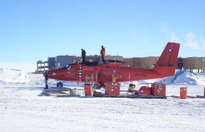 Южный полюс: 3 километра над уровнем моря.