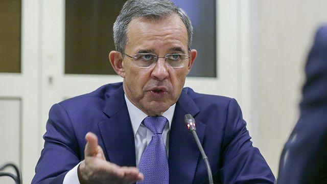 """Французский парламентарий """"послал"""" украинского журналиста из-за """"омерзительного"""" вопроса"""