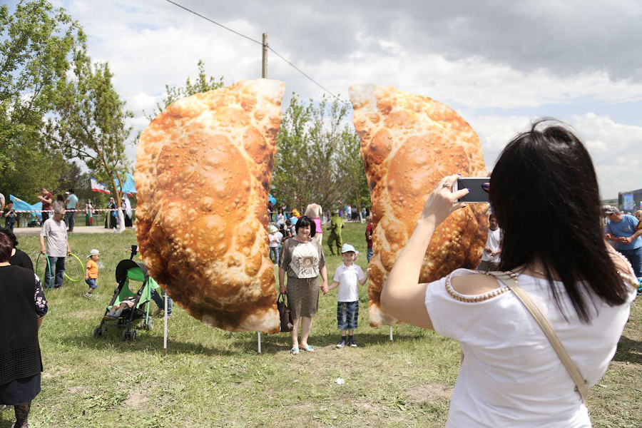 Крымский чебурек - самый большой чебурек в мире