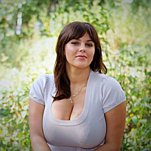 Милая взрослая русская женщина