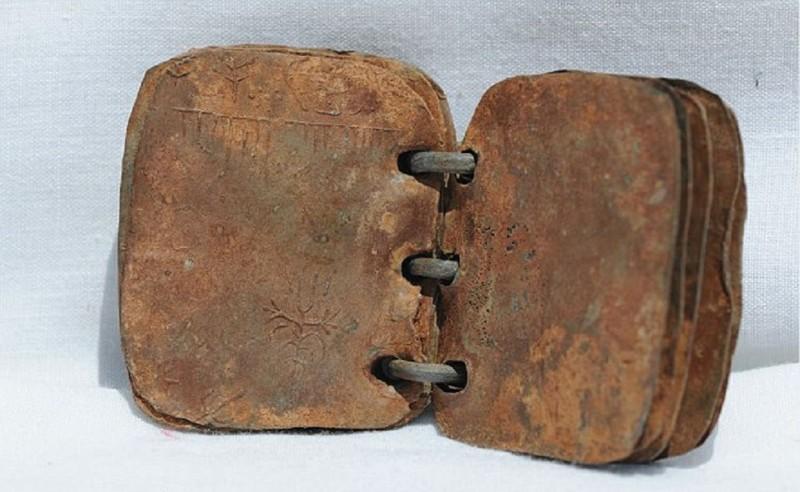 Первое письменное упоминание об Иисусе: найдены подлинные свинцовые книги 2000-летней давности