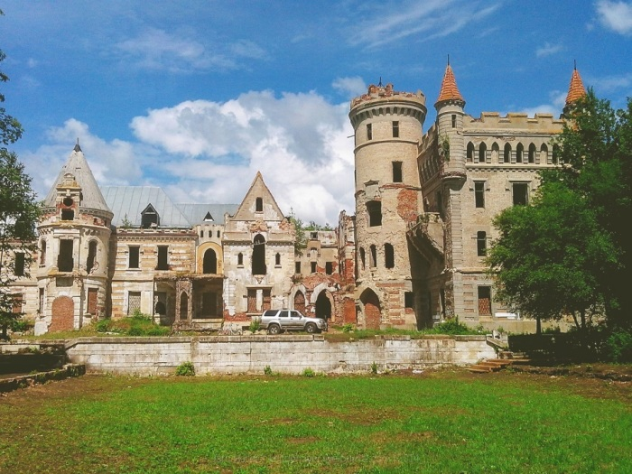 Замок Храповицкого - удручающая красота. Так выглядит замок сегодня.