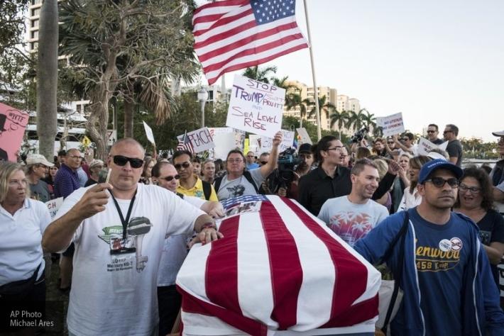 Напряжение в США нарастает: сторонники и противники Трампа устроили побоище