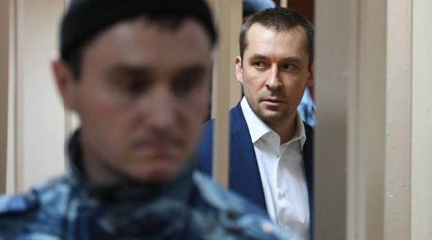 Мать Захарченко считала миллиарды сына в столбик в тетради, заявил прокурор