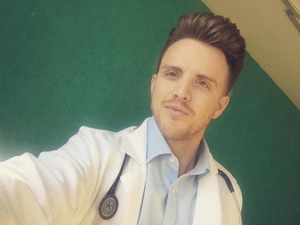 Вот почему врачи носят белые халаты. Никогда бы не догадался...