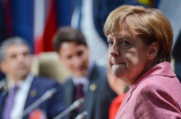 Трамп назвал причину, по которой не пожал руку Меркель