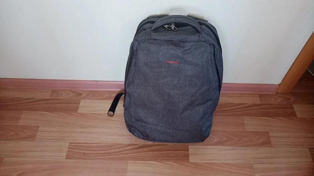 Обычный школьный рюкзак выглядит небольшим, но может весить 3—5 кг: убежать безнего будет значительно проще
