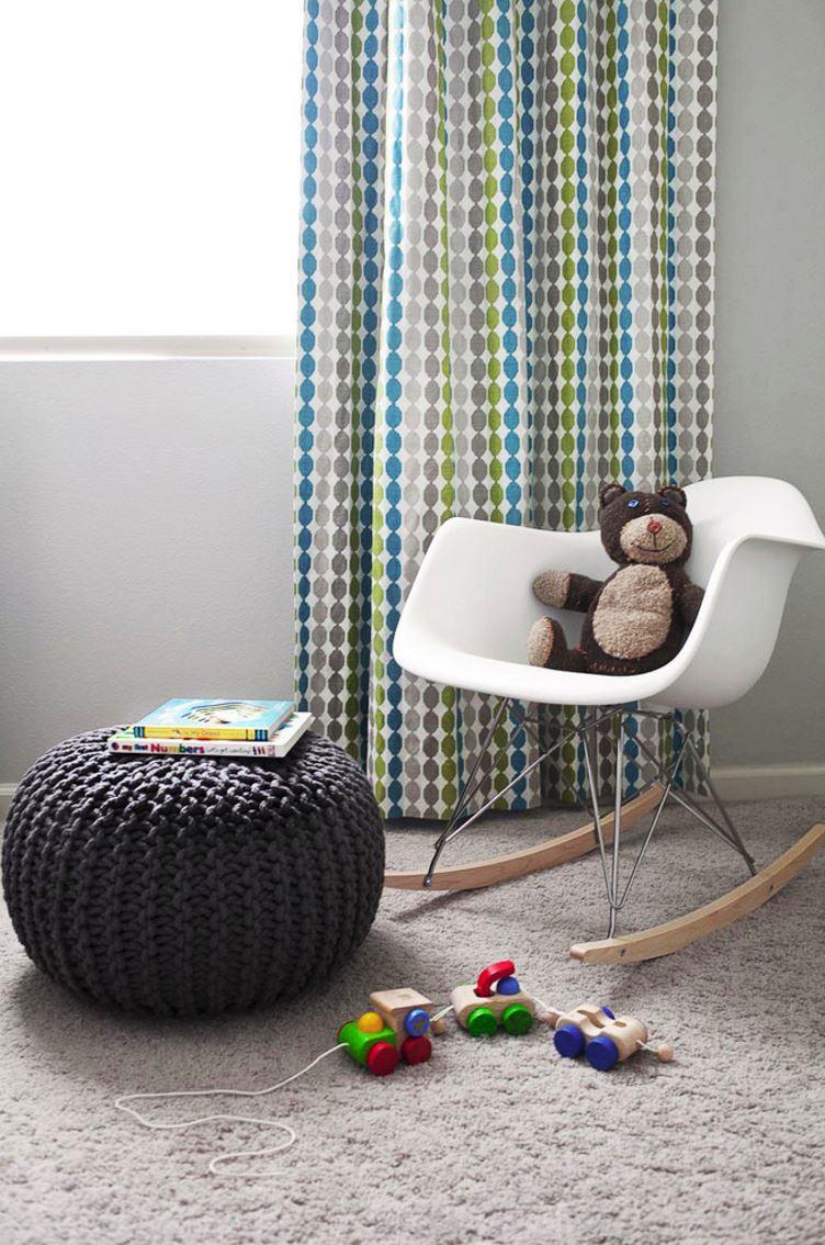 Дизайн пуфов - вязаный пуф в детской комнате