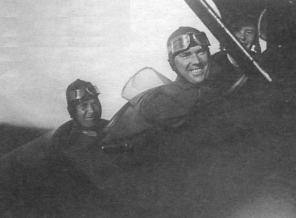 4.Н.Н.Поликарпов в кабине самолета У-2. Москва, 1935 г.