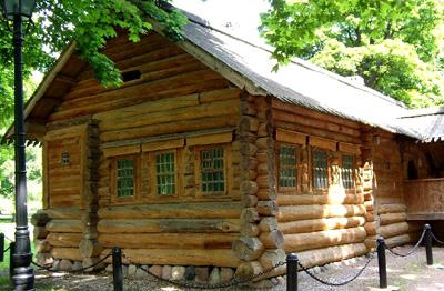 русская изба из дерева
