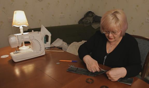 К небольшому куску ткани мастерица пришила шнурок… А ведь я мечтала о таком изделии!