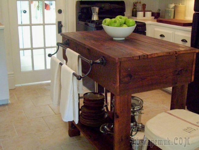 Кухонная тумба из старых досок для дачи