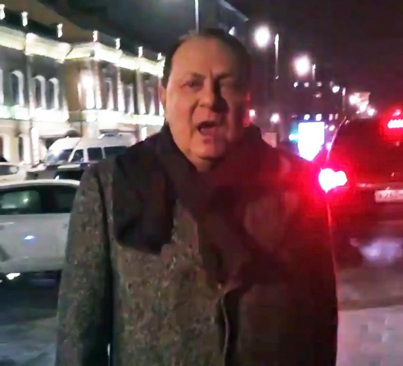 "Барин из ""Ленкома""  опять на тротуаре"