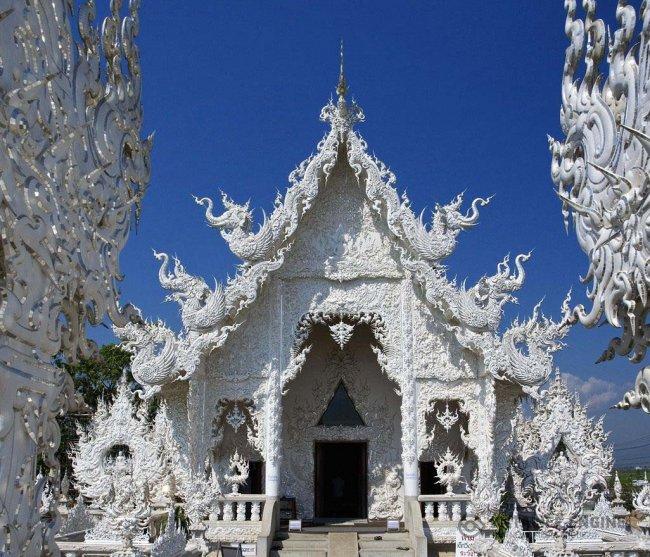 Храмовый комплекс Ват Ронг Кхун (Wat Rong Khun) в Таиланде (20 фото)