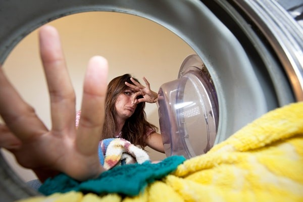 Неприятный запах из стиральной машины автомат. Как его убрать?