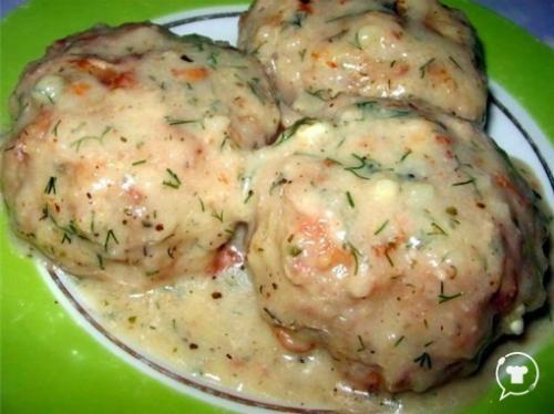 Котлеты в соусе из плавленного сыра.