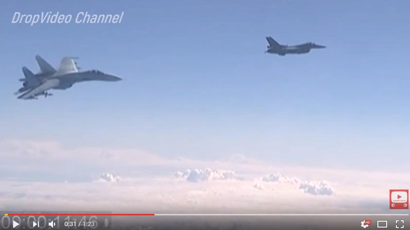 Видео опасного сближения российского истребителя и самолета-разведчика США RC-135 над водами Балтики