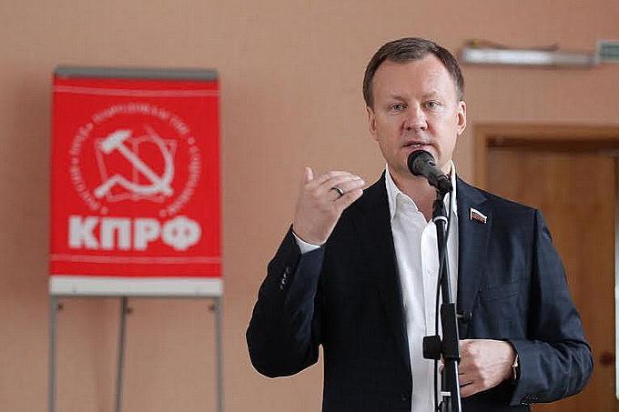 Коммуниста Вороненкова отпели филаретовцы. Максакова выступит на мове