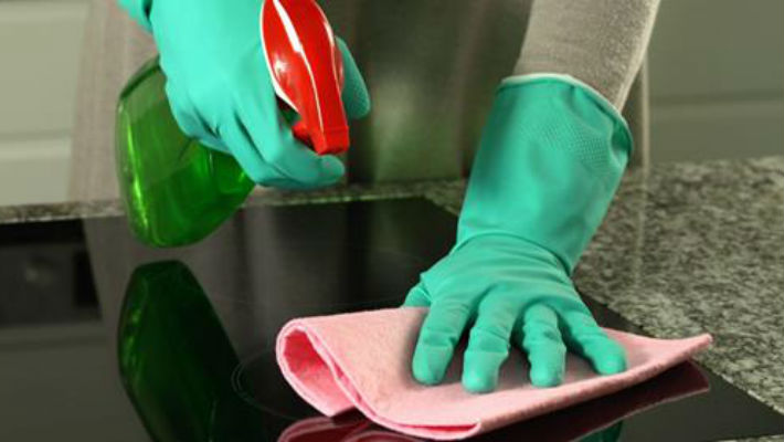 Как легко отчистить кухню от жирного налета (видео)