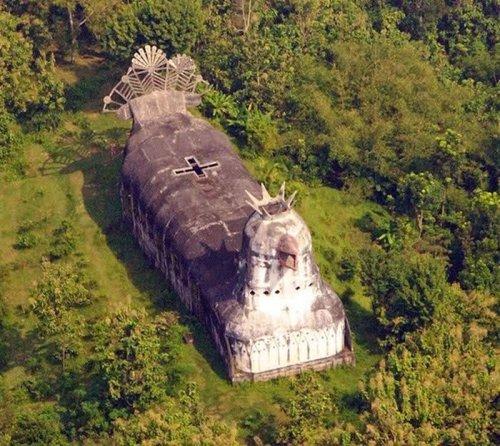 Церковь-курица в Индонезии
