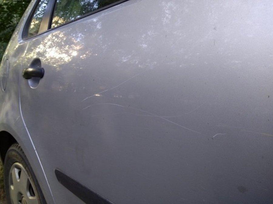 Кто царапает машину?