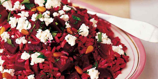 Салат с рисом, свёклой, козьим сыром и кедровыми орешками