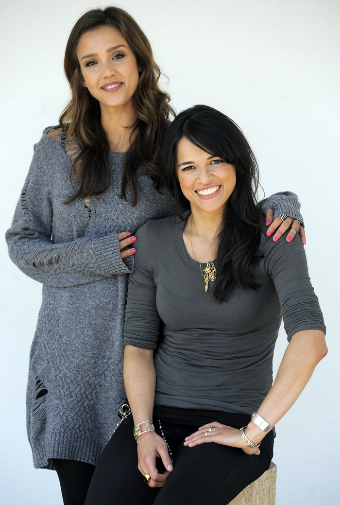 Джессика Альба и Мишель Родригес  в фотосессии для фильма Machete 2010