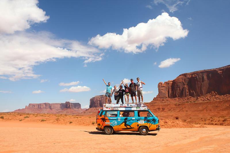 Блогеры из Польши объехали страны на старом фургоне