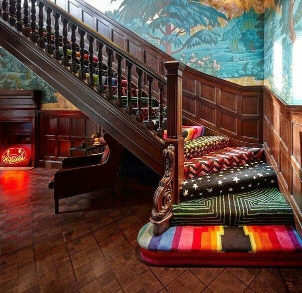 Необычная лестница (ковёр)