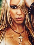 Шакира (Shakira) в фотосессии Джастина Бейкера (Justin Baker) для журнала Blender US (апрель 2002).