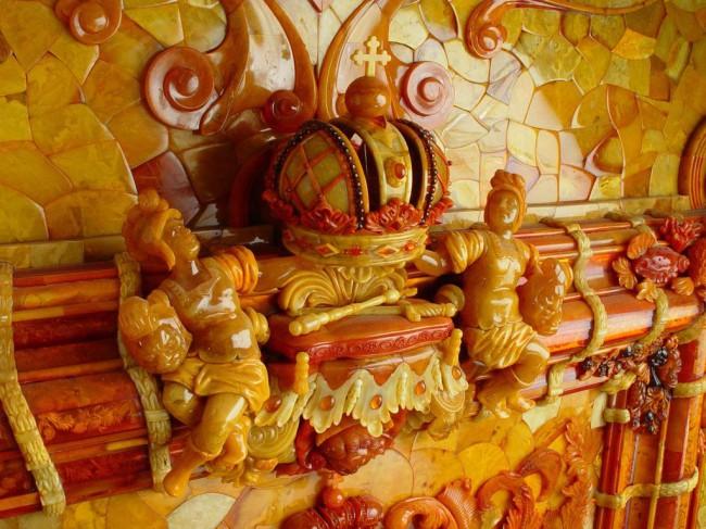 Запад приложил руку к исчезновению янтарной комнаты...