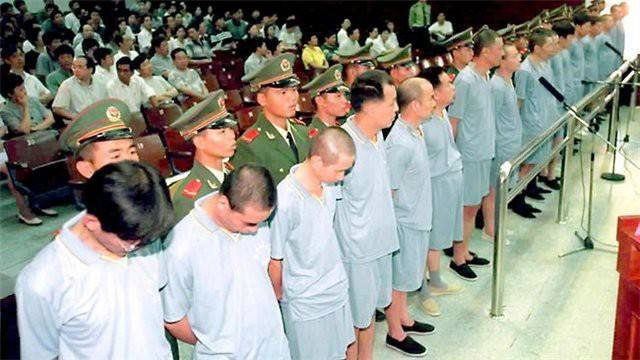 Вот у кого учиться надо. Китай вернул 2,5 тысячи сбежавших за границу коррупционеров