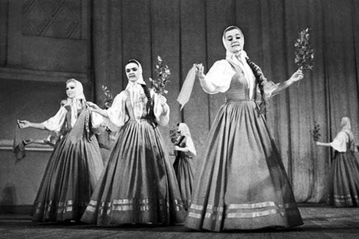 Танец ансамбля «Берёзка»: по…