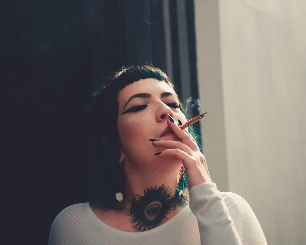 Курение для женщин опасно аневризмой мозга