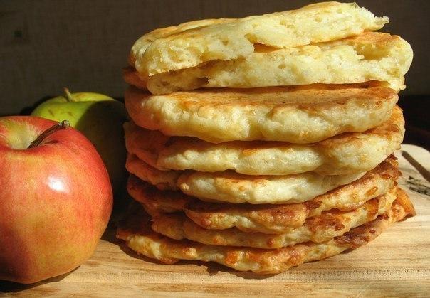 Творожно-яблочные лепешки на 100 грамм — 107.88 ккал