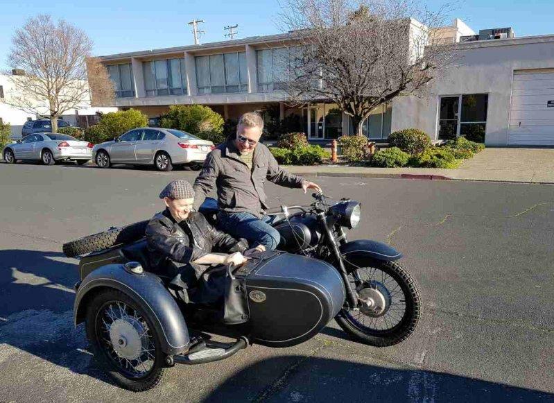 Оренбуржец подарил лидеру Metallica раритетный советский мотоцикл