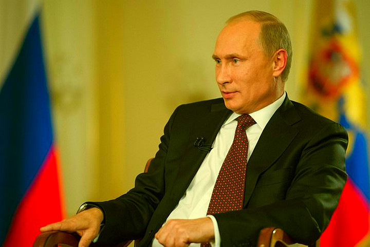 """Иностранцы: «Не верится, но Путин действительно заявил, что президентами США управляют люди """"в черных костюмах""""»"""