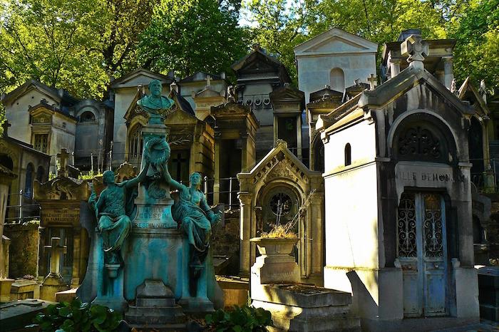 Самые удивительные кладбища из разных уголков мира
