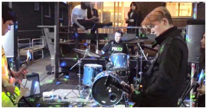 Полицейский приехал штрафовать юных музыкантов за шумную игру, но не выдержал и сыграл с ними