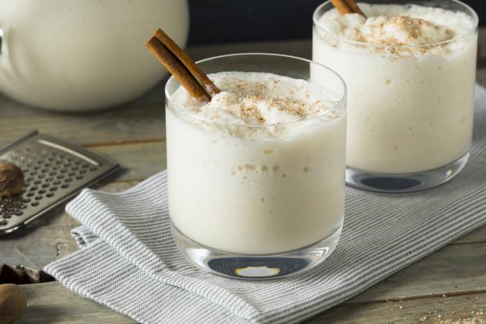 Горячий молочный пунш с ромом