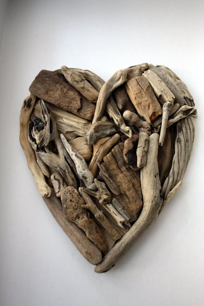 Сердце из сухих деревянных палочек